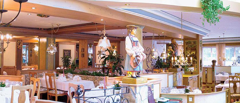 Switzerland_Grindelwald_Romantik-hotel-Schweizerhof_Dining-room2.jpg